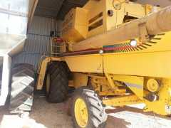 New Holland TR89 Header Farm machinery for sale SA Clements Gap