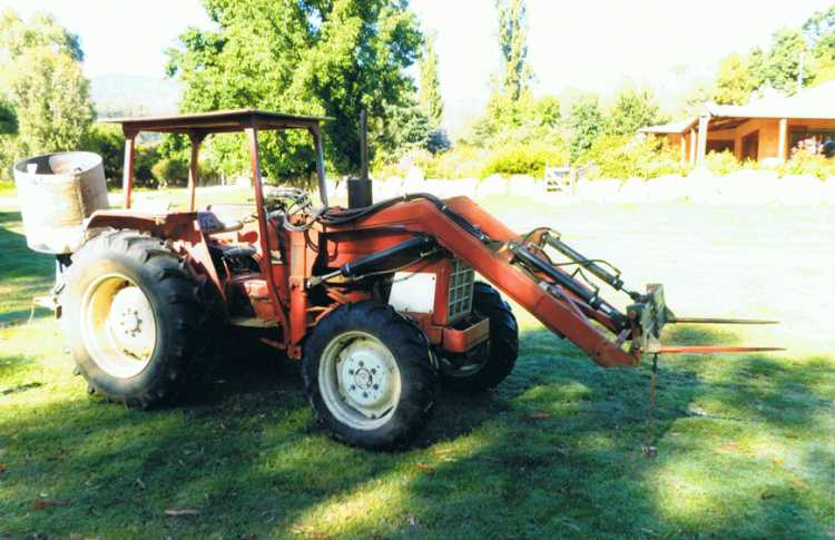 International 584 Tractor for sale NSW Albury : Tractor