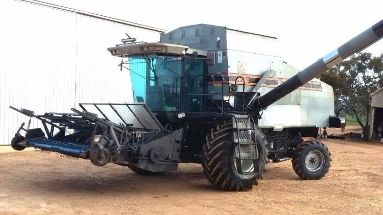 R72 Gleaner Header Farm Machinery for sale SA