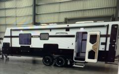 2016 UNIVERSAL BROADWAY CARAVAN FOR SALE VIC COBRAM